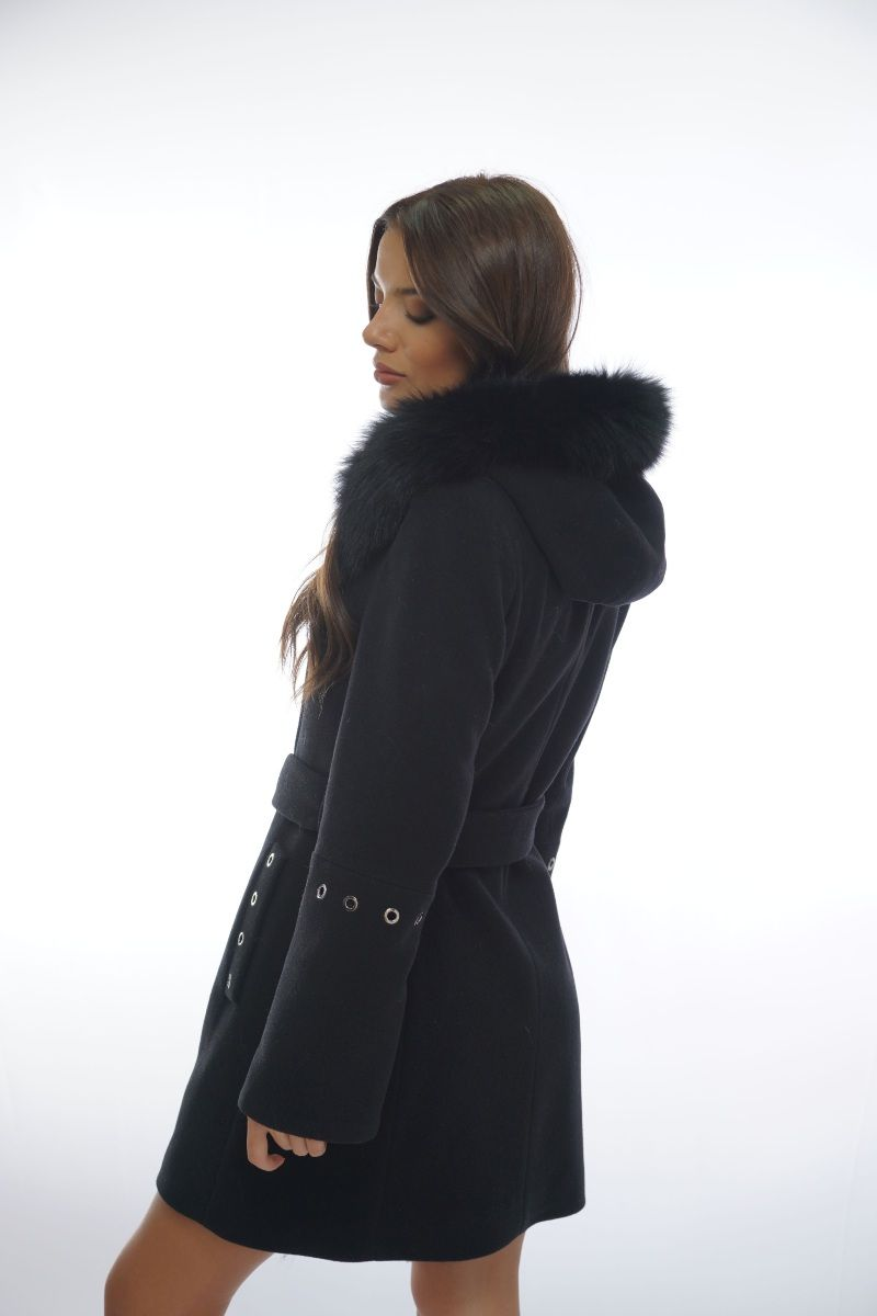 черно палто гръб