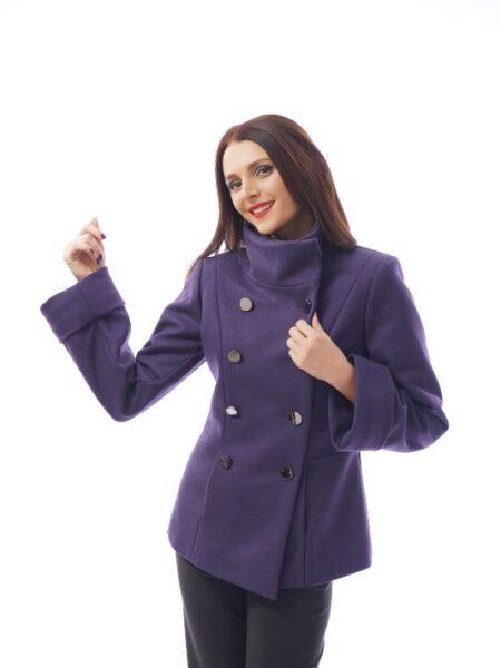 Късо лилаво палто от вълнен плат