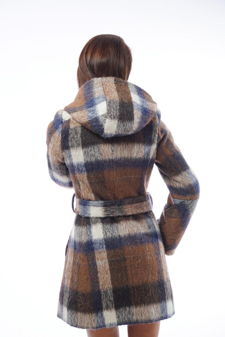 Спортно-елегантно палто гръб