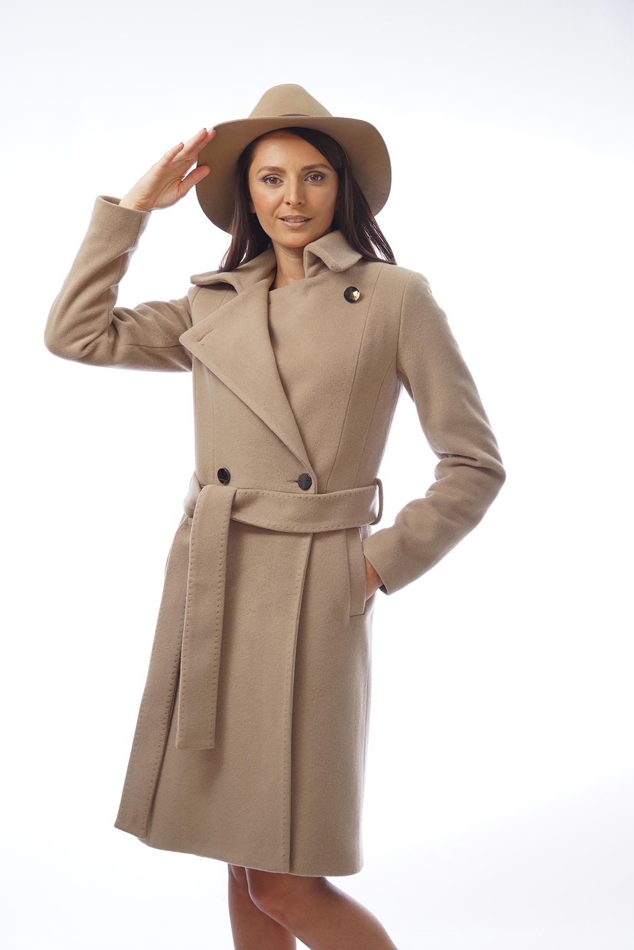 Палто в цвят камел