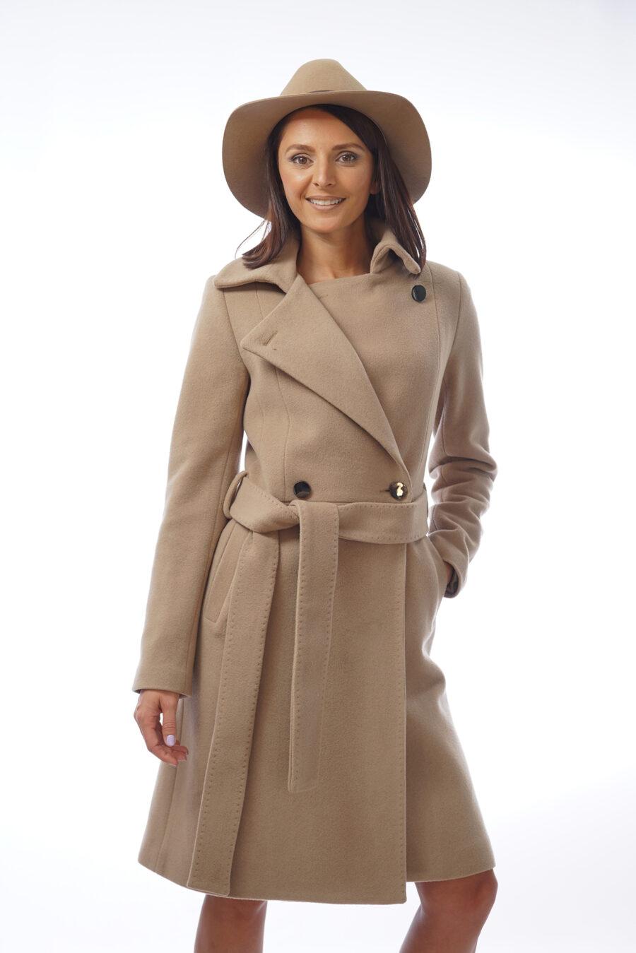 Палто в цвят камел от вълна и кашмир