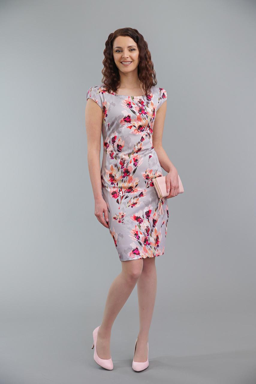 вталена рокля на цветя
