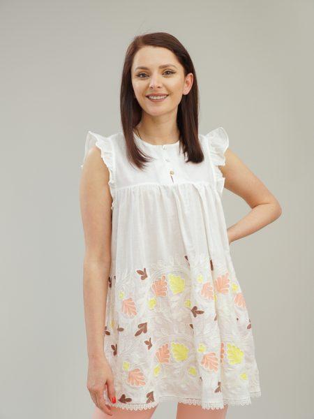 блуза в бяло с цветна бродерия