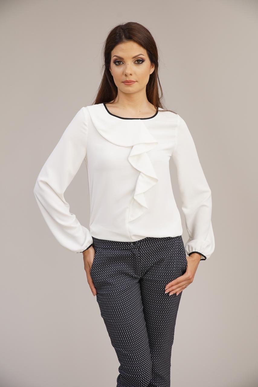 бяла блуза с жабо